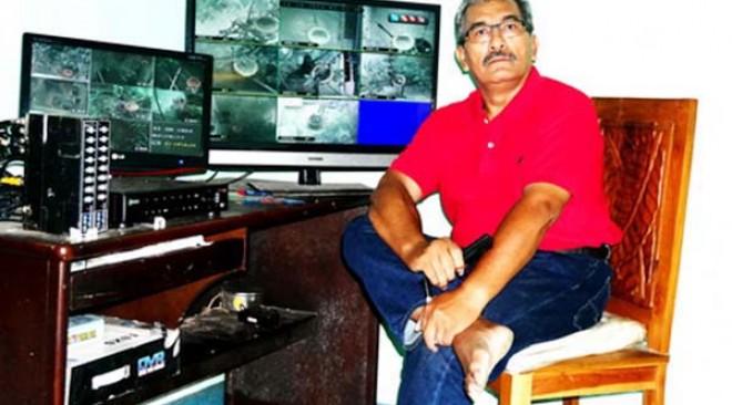 Pantau indukan melalui kamera CCTV dan layar monitor